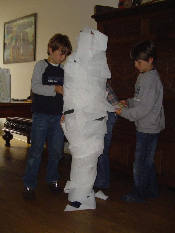 piramide speurtocht kinderfeest thuis activiteit verjaardag